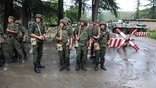 გუდაუთაში დისლოცირებული რუსი სამხედროები, 9 მაისს, ოკუპირებული აფხაზეთის ქუჩებში ომის პერიოდის მუსიკის თანხლებით ჩაივლიან