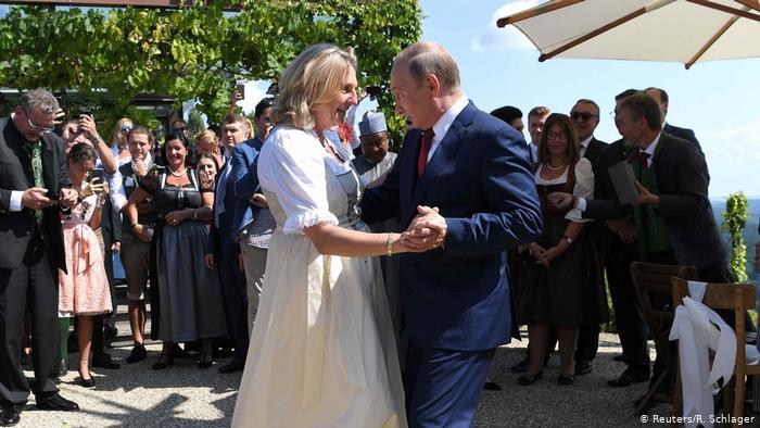 """ავსტრიის საგარეო საქმეთა ყოფილი მინისტრი, რომელმაც პუტინთან იცეკვა, """"რაშა თუდეიზე"""" დასაქმდა"""