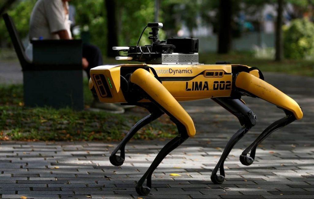 სინგაპურის პარკებში სოციალურ დისტანციას რობოტი-ძაღლები აკონტროლებენ