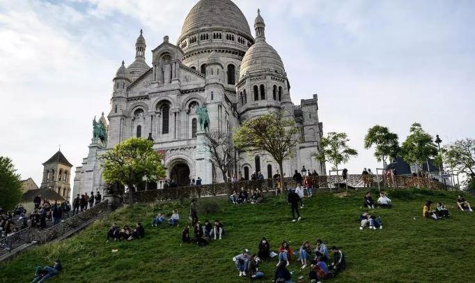 პარიზში, მონმარტრზე შეკრებილი მოქალაქეები პოლიციამ ტერიტორიიდან გაიყვანა