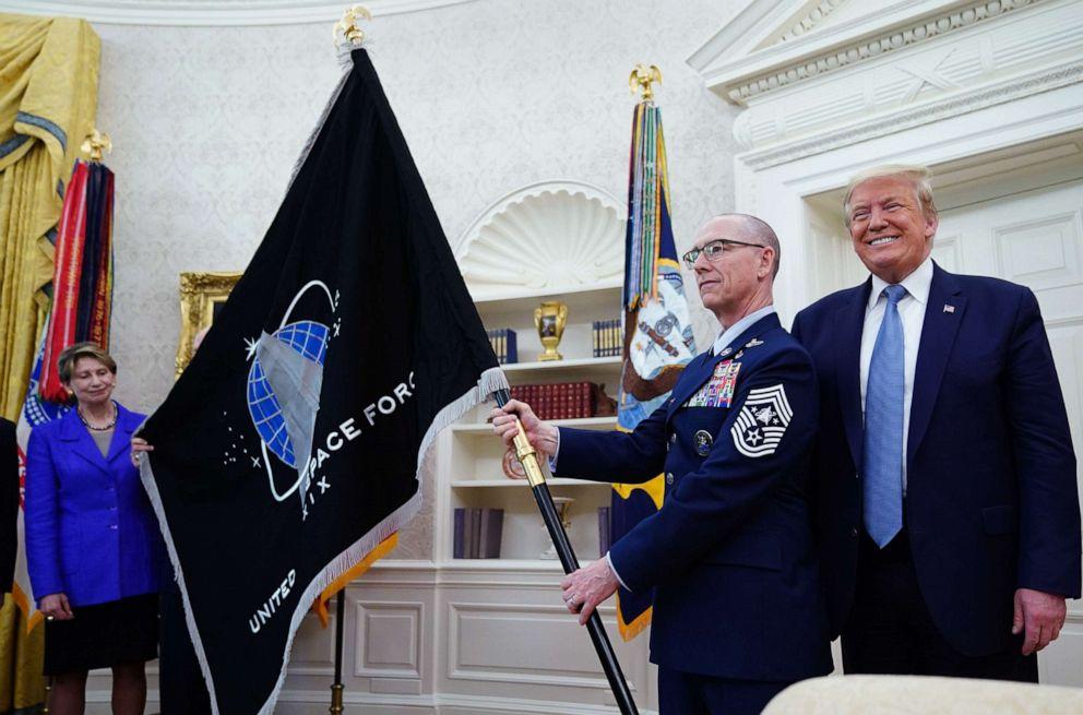"""დონალდ ტრამპი აცხადებს, რომ აშშ """"სუპერ-დუპერ"""" რაკეტის შექმნაზე მუშაობს"""