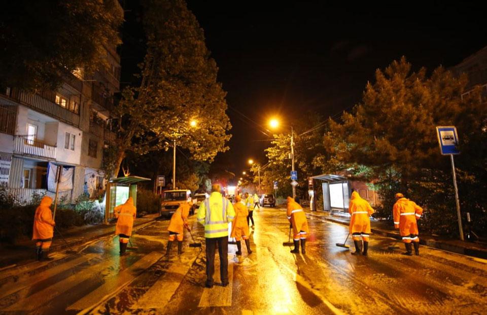 თბილისში, ნუცუბიძის ქუჩასა და მიკრორაიონებში სადეზინფექციო სამუშაოები ჩატარდა
