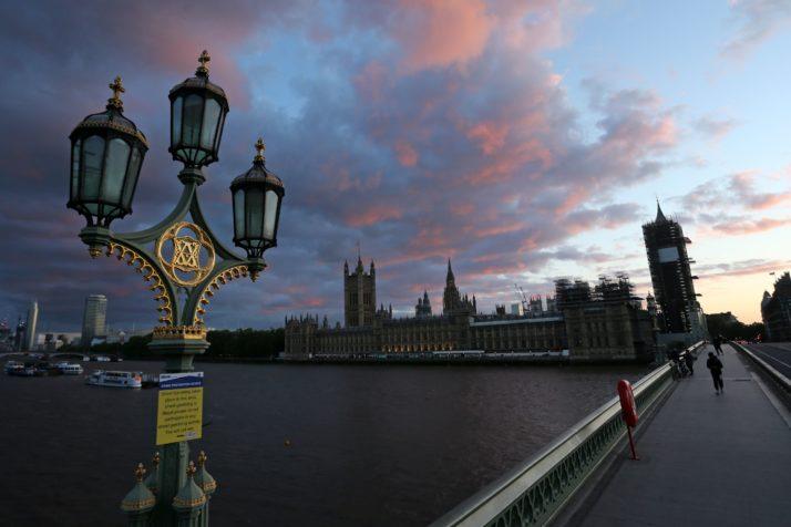 """""""პოლიტიკო"""" - ევროკავშირის მოქალაქეებს ბრიტანეთში დასაქმების უფლება შეეზღუდებათ"""