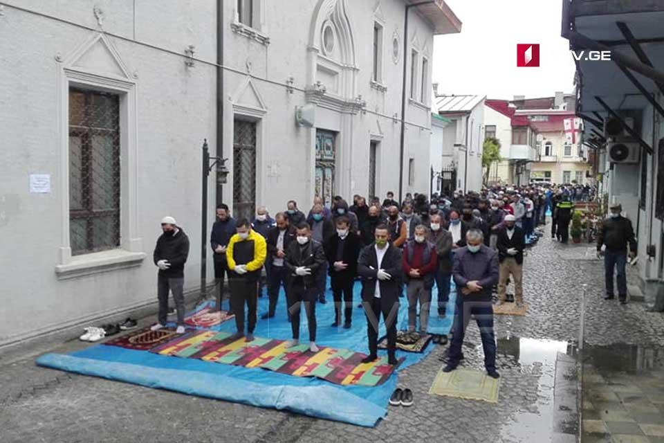 Грузинские мусульмане отметили Рамадан Байрам в центральной мечети Батуми