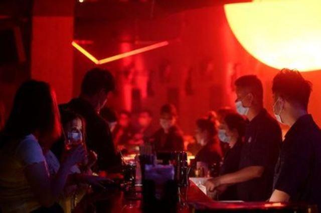ჩინეთში ღამის კლუბების გახსნა დაიწყო