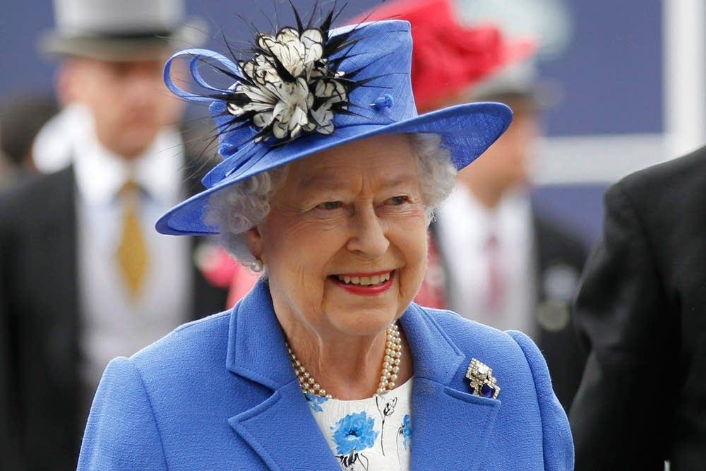 Елизавета II - С наилучшими пожеланиями и радостью, поздравляю с национальным праздником