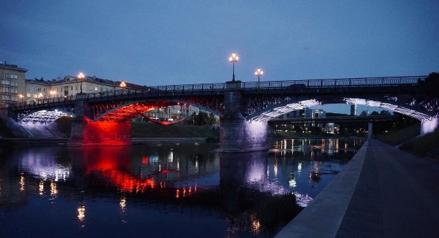 Two bridges in Vilnius and the Kaunas City Hall were lit in the colors of Georgian flag [Photo]
