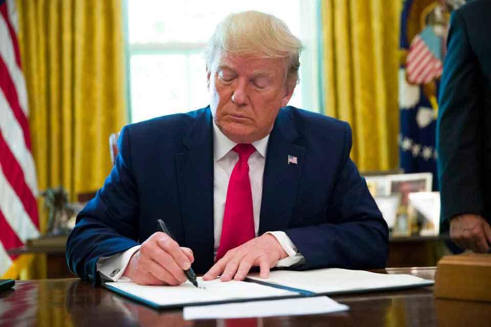 Դոնալդ Թրամփը ստորագրել է գործադիր օրենք, որը նախատեսում է սոցիալական մամլոհսկաների պաշտպանության սահմանափակումը