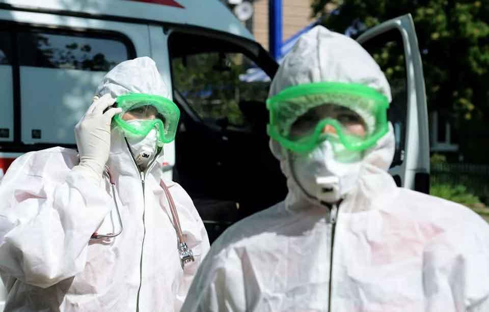 В России число случаев инфицирования коронавирусом перевалило отметку в 400 000