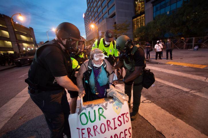 ატლანტაში პოლიციამ გასული ღამის განმავლობაში აქციის 43 მონაწილე დააკავა