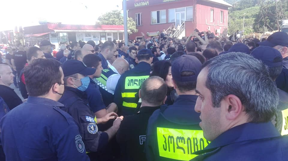 "Supporters of criminal authority ""Lavas Oghli"" hold protest rally"