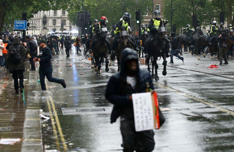 ლონდონში ანტირასისტული აქცია პოლიციასთან დაპირისპირებაში გადაიზარდა