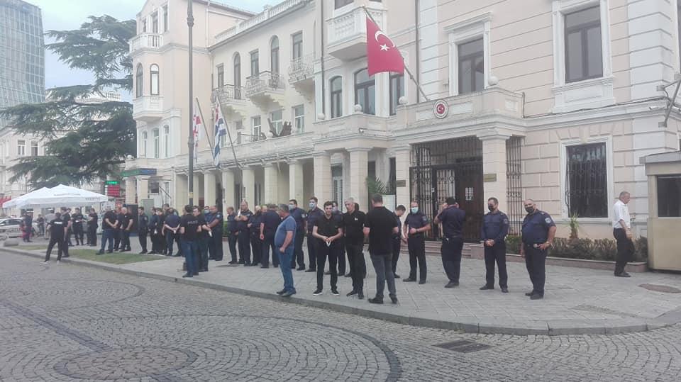 ბათუმში თურქეთის საკონსულოსთან პოლიციაა მობილიზებული