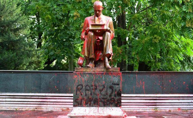 მილანში ცნობილი ჟურნალისტის ძეგლი დააზიანეს
