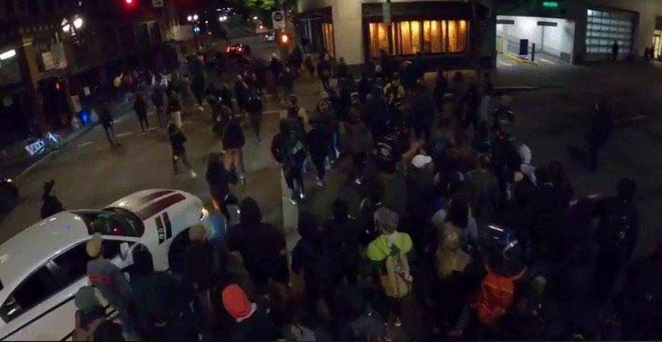 ქალაქ პორტლენდში რასიზმის წინააღმდეგ აქციაზე ავტომობილის შეჯახების შედეგად სამი ადამიანი დაშავდა