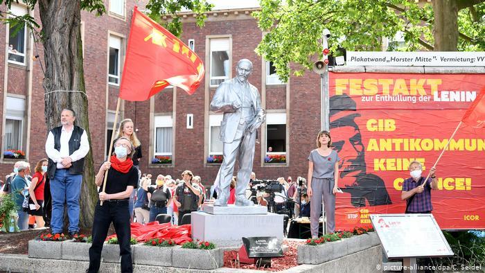 Almaniyanın şəhərlərinin birində Leninin abidəsini ucaltdılar