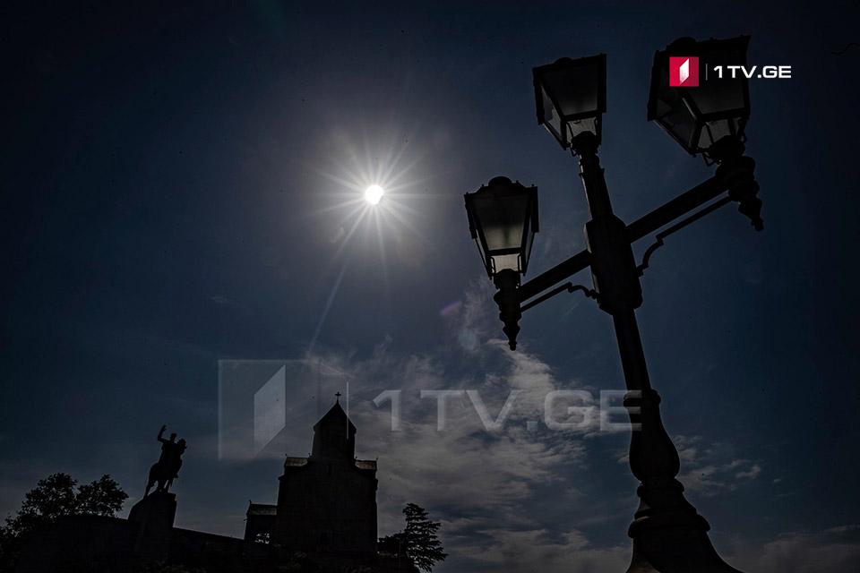 მზის დაბნელება ირაკლი გედენიძის ობიექტივში