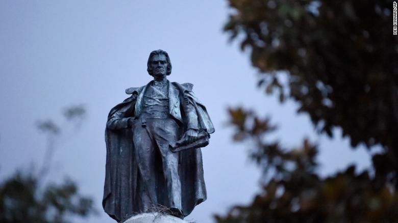 სამხრეთ კაროლინაში აშშ-ის მეშვიდე ვიცე-პრეზიდენტის ძეგლი აიღეს