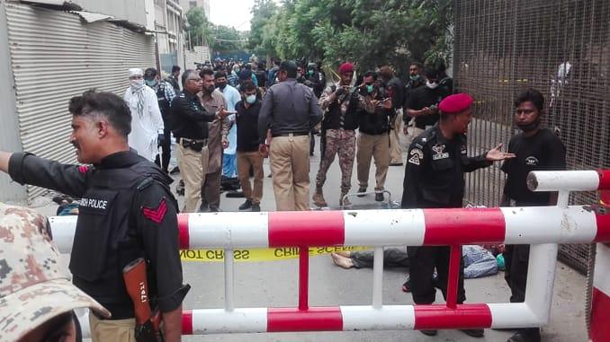 პაკისტანში, საფონდო ბირჟის შენობაში შეიარაღებული პირების შეჭრის შედეგად სულ მცირე ორი ადამიანი დაიღუპა