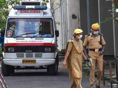 მედიის ინფორმაციით, ინდოეთში გარდაიცვალა მამაკაცი, რომლის მიღებაზეც 18 საავადმყოფოში უარი თქვეს