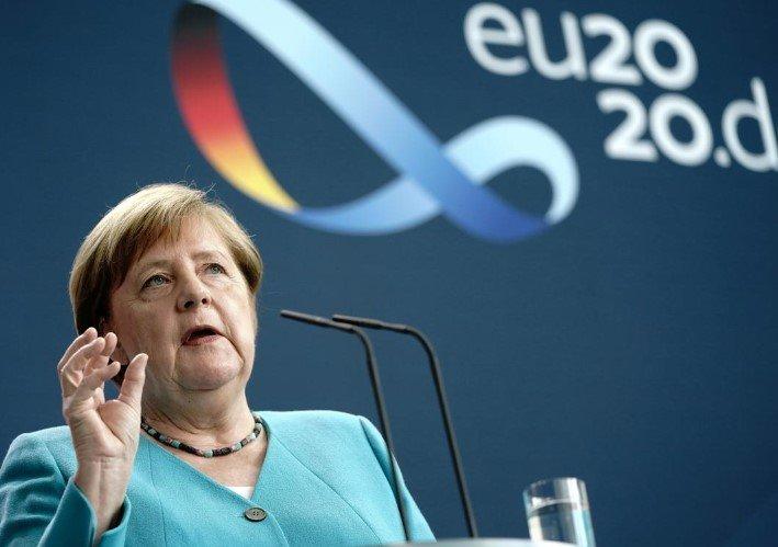 Angela Merkel - hərgünlük olaraq görürük ki, virus heç yerə yoxa çıxmayıb