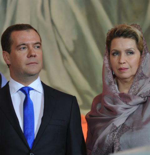 """""""დოიჩე ველე"""" - დიმიტრი მედვედევის მეუღლე """"კოვიდ-19""""-ის გამო დაწესებული შეზღუდვების დარღვევით რუსეთიდან ბარსელონაში ჩაფრინდა"""