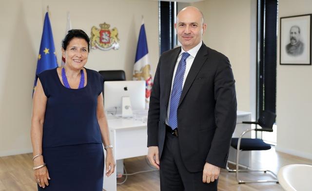 Salome Zurabişvili Abxaziya hökuməti sədri ilə işçi görüş keçirdi