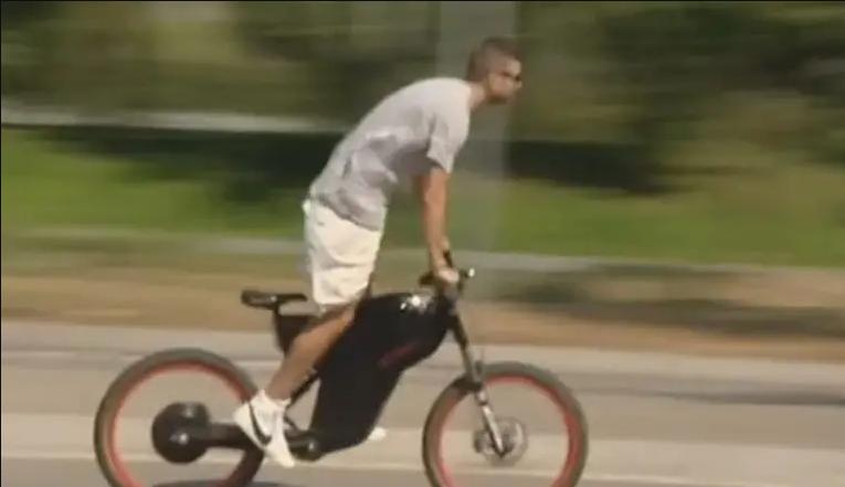 """პიკე """"ესპანიოლთან"""" მატჩზე ველოსიპედით მივიდა [ვიდეო]"""