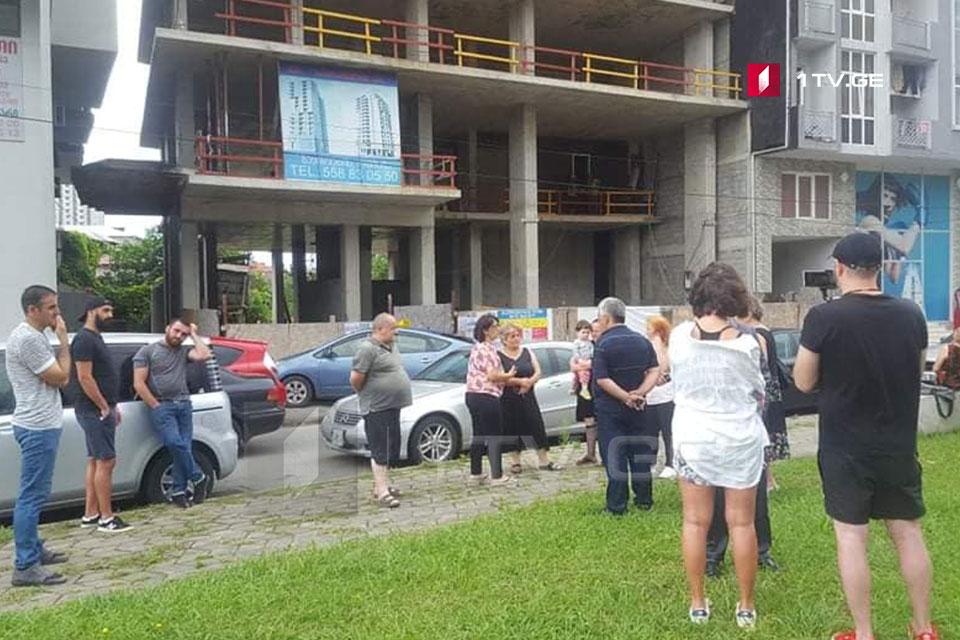 ბათუმში, ბაგრატიონის ქუჩის მცხოვრებლები მშენებარე კორპუსის დემონტაჟს მოითხოვენ