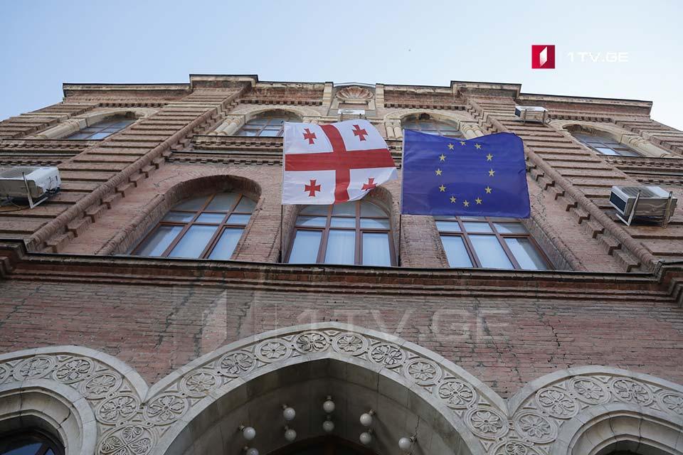 Վրաստան-Ադրբեջանի սահմանագծման և սահմանազատման հանձնաժողովի նախկին անդամ Իվերի Մելաշվիլու աշխատասենյակում ընթանում է խուզարկություն