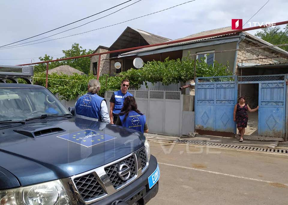 Представители Миссии наблюдателей Европейского Союза приехали в семью Зазы Гахеладзе, задержанного оккупационным режимом