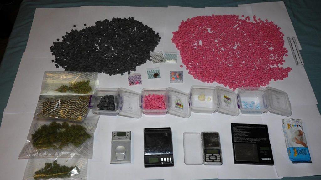 შსს-მ თბილისში ნარკოდანაშაულისთვის ორი პირი დააკავა - ამოღებულია ნახევარ მილიონამდე ლარის ღირებულების ნარკოტიკები