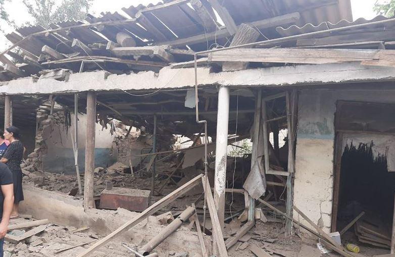 აზერბაიჯანული მედია - სომხეთის შეიარაღებული ძალებმა დაბომბვის შედეგად მშვიდობიანი მოქალაქეების სახლები დააზიანეს