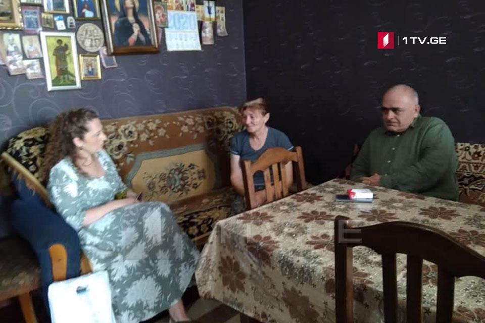 Важа Гаприндашвили навестил семью Зазы Гахеладзе