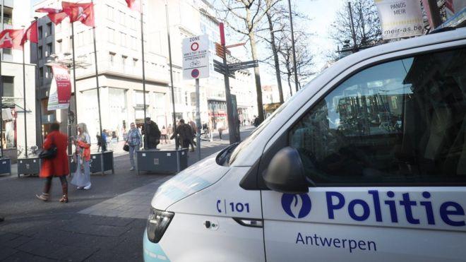 ბელგიაში პოლიციის მხრიდან ძალის გამოყენების შედეგად მამაკაცის გარდაცვალების საქმეს იძიებენ