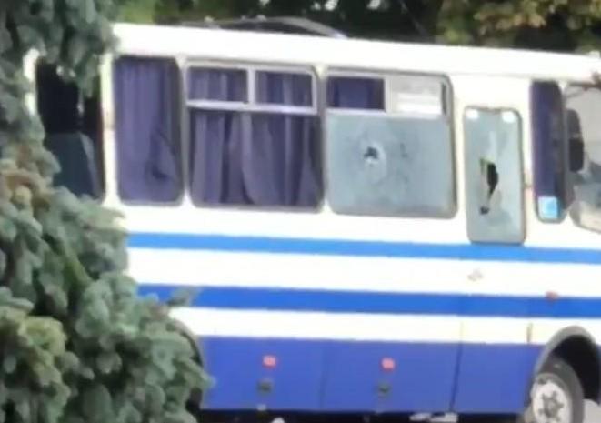 უკრაინაში, ქალაქ ლუცკში მამაკაცმა ავტობუსში მძევლები აიყვანა