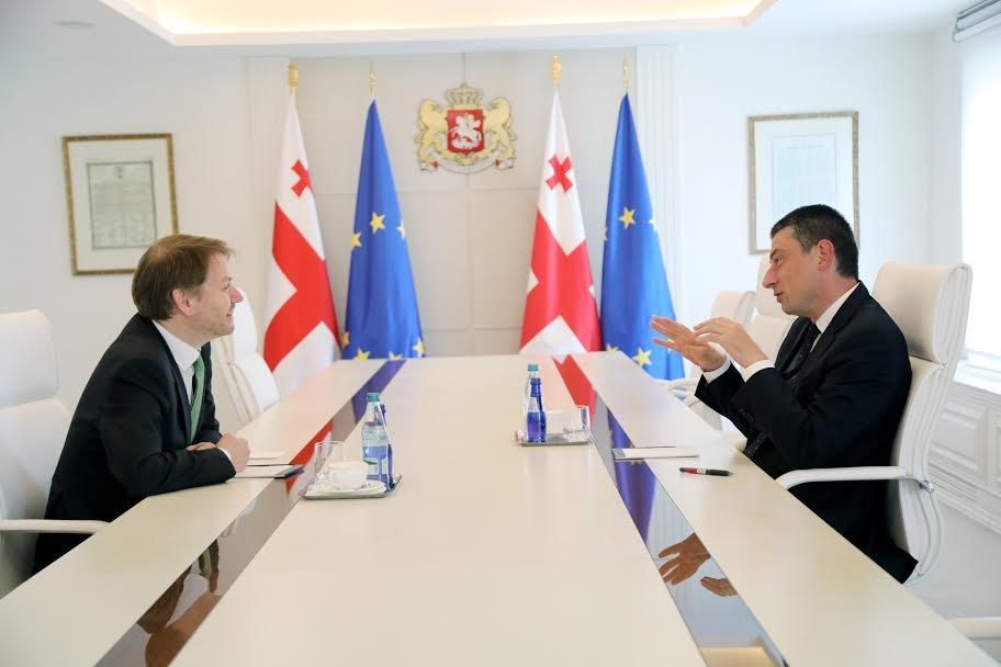 Георгий Гахария провел прощальную встречу с послом Великобритании Джастином Маккензи Смитом