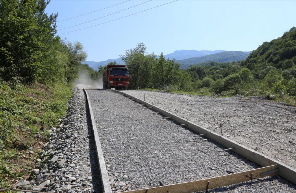 ონის მუნიციპალიტეტში პიპილეთი-ცხმორი-ფსორი-ბაჯიხევის გზის რეაბილიტაცია მიმდინარეობს