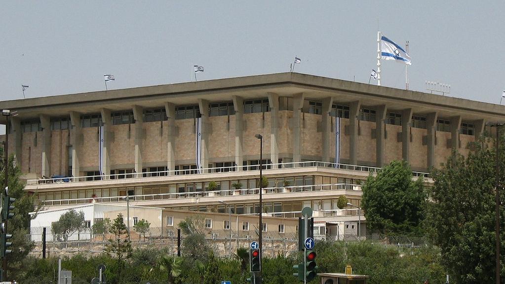 Правительство Израиля получило право раскрывать личные данные невакцинированных граждан