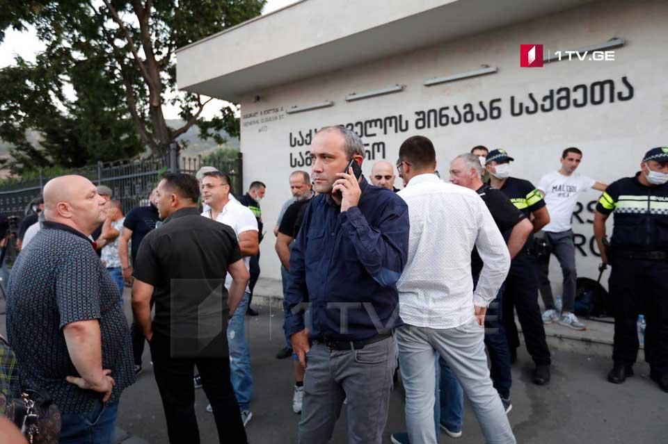 Zviad Kupravanın təşkilatçılığı ilə Daxili İşlər Nazirliyi qarşısında aksiya keçirilir