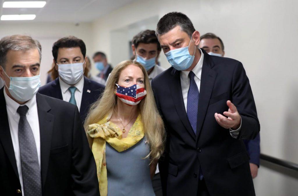 Посольство США в Грузии распространяет информацию об открытии медицинской реабилитационного центра клиники Кена Уокера в Тбилиси