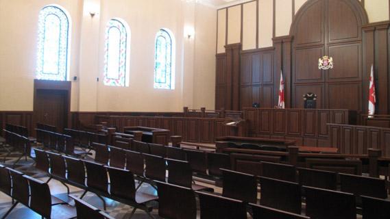 ნაფიც მსაჯულთა სასამართლოს ვერდიქტის საფუძველზე, განზრახ მკვლელობაში ბრალდებულს 10 წლით თავისუფლების აღკვეთა მიესაჯა