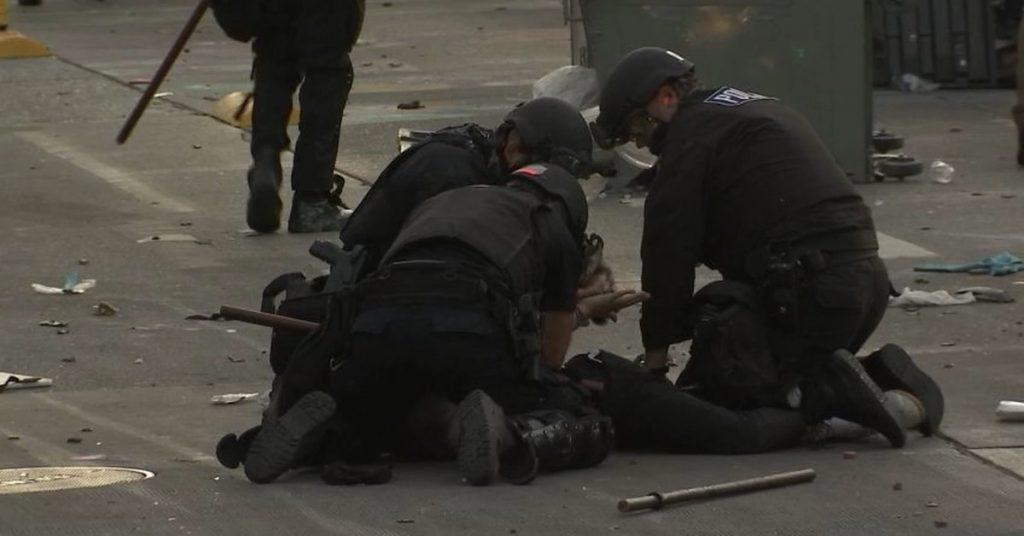 სიეტლში აქციაზე შეტაკებების შედეგად 45 ადამიანი დააკავეს, დაშავებულია 21 პოლიციელი