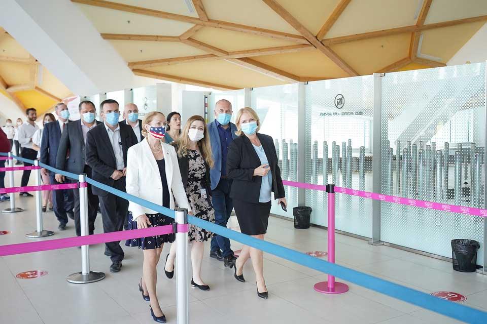 Натия Турнава и Келли Дегнан осмотрели текущие работы в Кутаисском международном аэропорту