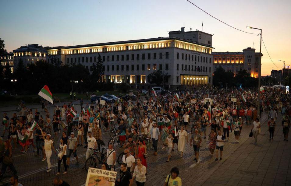ბულგარეთში დემონსტრანტებმა პრემიერ-მინისტრის გადადგომის მოთხოვნით მთავარი ქუჩები გადაკეტეს