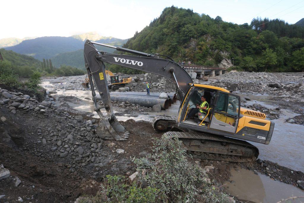 Ռաճայում, 7 գյուղում վերականգնվել է ավտոճանապարհի երթևեկությունը, առանց ավտոճանապարհի է ևս 5 գյուղ