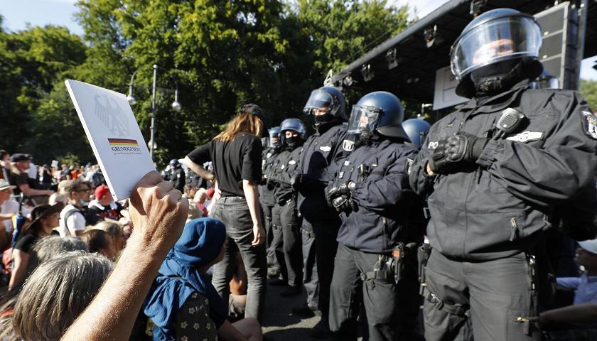 პანდემიის გამო დაწესებული შეზღუდვების საწინააღმდეგო აქციაზე ბერლინში 18 პოლიციელი დაშავდა