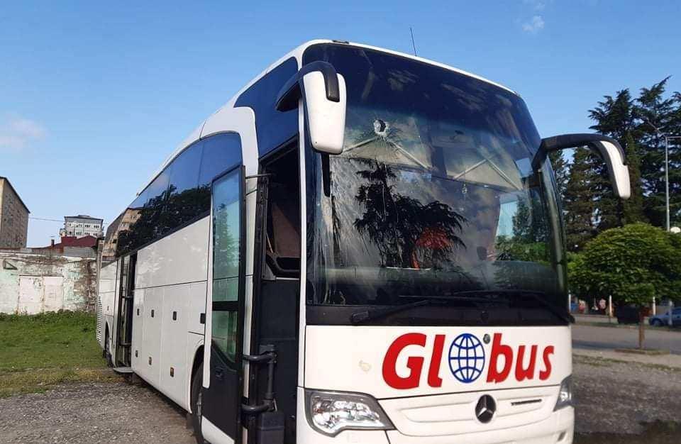 ზუგდიდი-თბილისის მიმართულებით მოძრავ ავტობუსს უცნობმა პირებმა ქვები ესროლეს