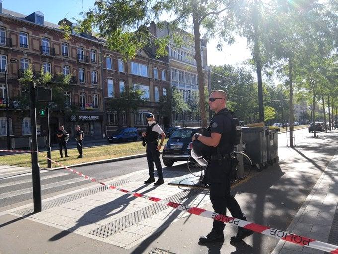 Fransanın Havr şəhərində, bankın filialında silahlanmış kişi girovlar götürdü