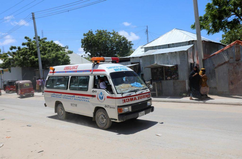 В результате взрыва бомбы возле военной базы в столице Сомали погибли восемь человек